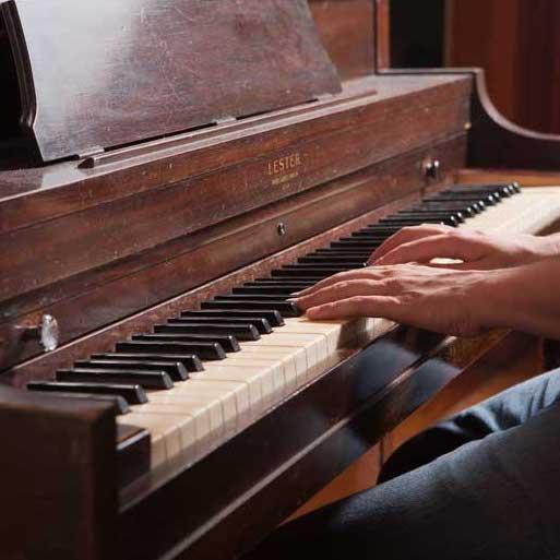 نواختن پیانو