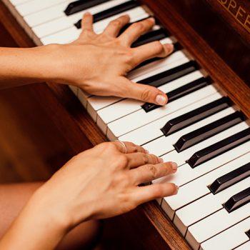 تمرین موسیقی ٬ آموزشگاه موسیقی ٬ کلاس آموزش پیانو ٬ آموزشگاه موسیقی شمال تهران