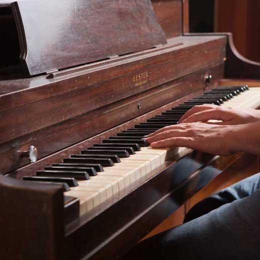 آموزش پیانو ٬ کلاس آموزش پیانو ٬ آموزشگاه موسیقی تهران ٬ بهترین آموزشگاه موسیقی تهران
