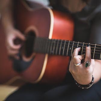 نواختن گیتار ٬ آموزشگاه موسیقی تهران ٬ آموزشگاه موسیقی شمال تهران