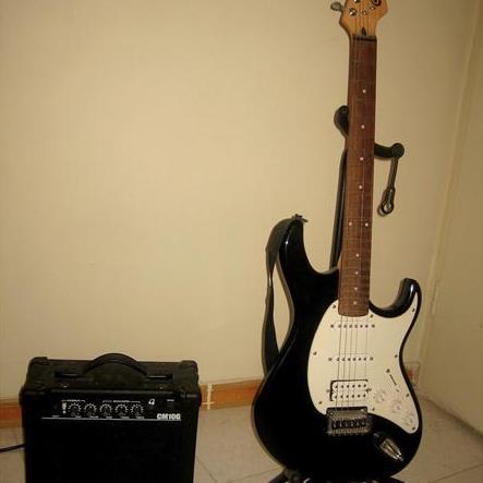 گیتار الکتریک ٬ کلاس آموزش گیتار ٬ بهترین آموزشگاه موسیقی شمال تهران