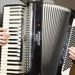 سازهای کلیدی ٬ بهترین آموزشگاه موسیقی ٬ کلاس آموزش پیانو ٬ آموزشگاه موسیقی شمال تهران